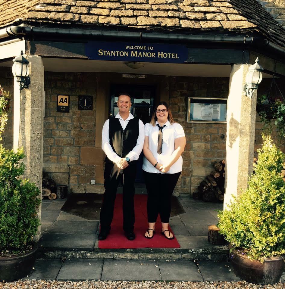 Singing Waiters Wonderful Wiltshire Wedding 1st Call